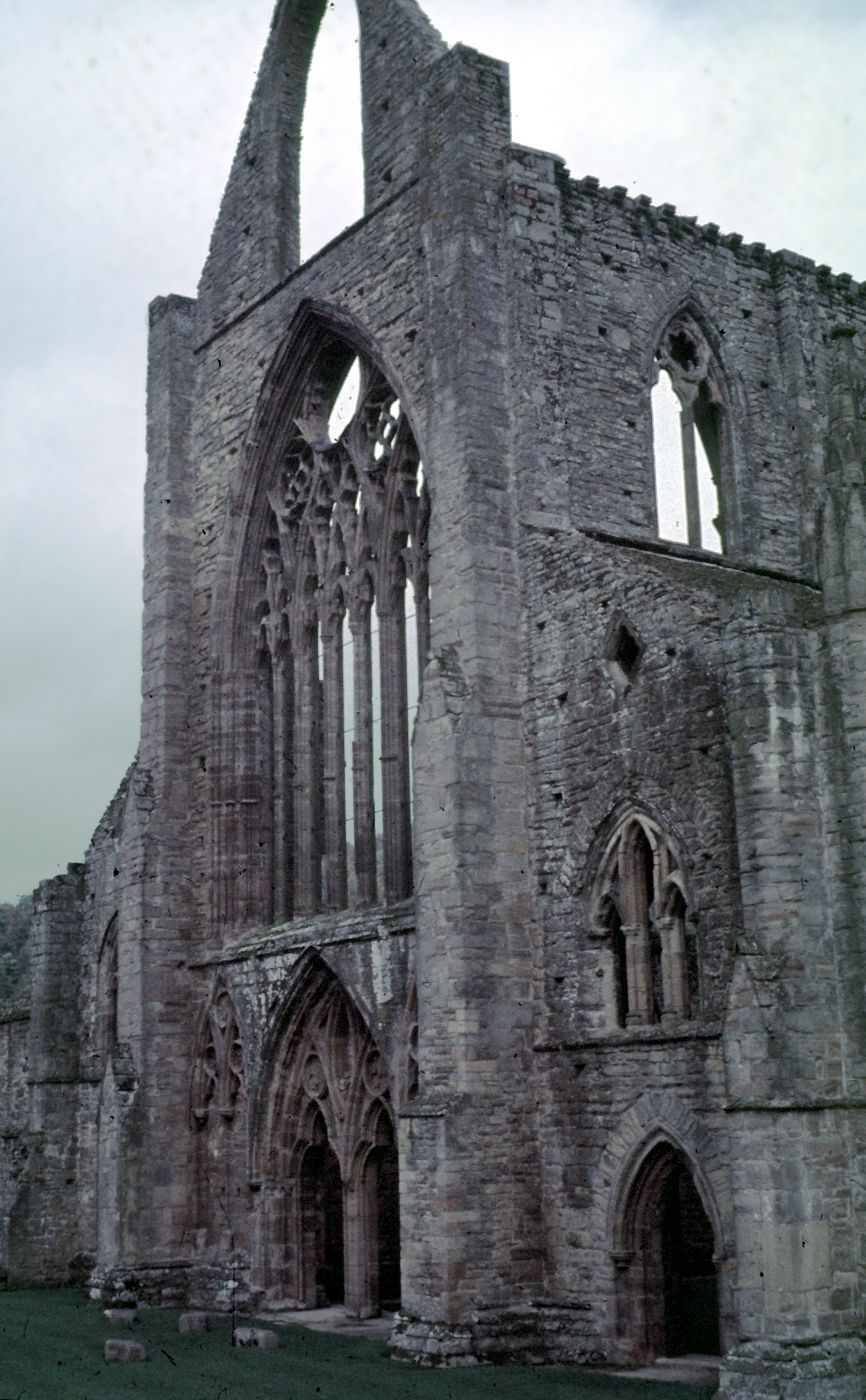 contrast and comparison of wordsworths tintern abbey Comparison compare contrast essays - comparing tintern abbey and i wandered   in 'tintern abbey' by william wordsworth, 'frost at midnight' by samuel.